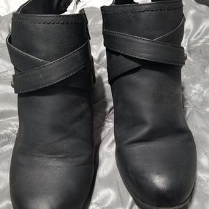 Shoes - Super cute black booties